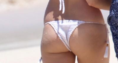 Бикини на пляже – Марго Робби