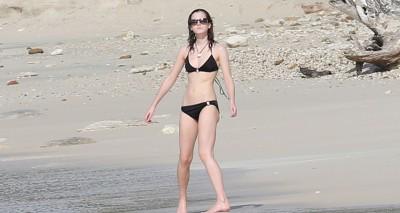 Бикини на пляже – Эмма Уотсон